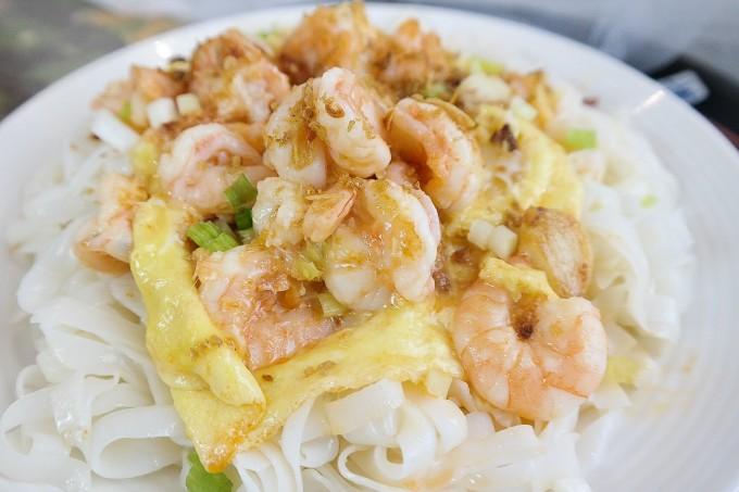Sauté Shrimp and Egg with Flat Noodles ~