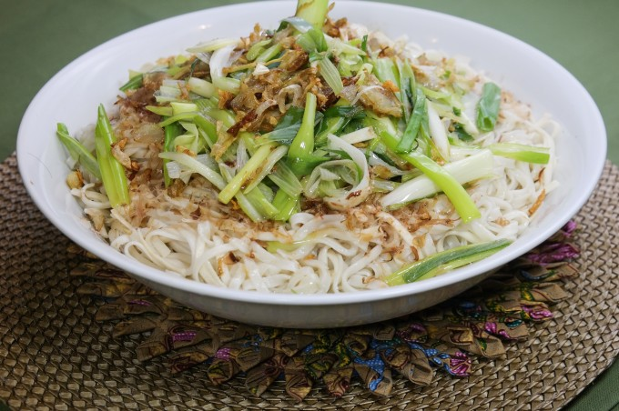 Sauté Asian Style Fettuccine with shallot,garlic and spring onion