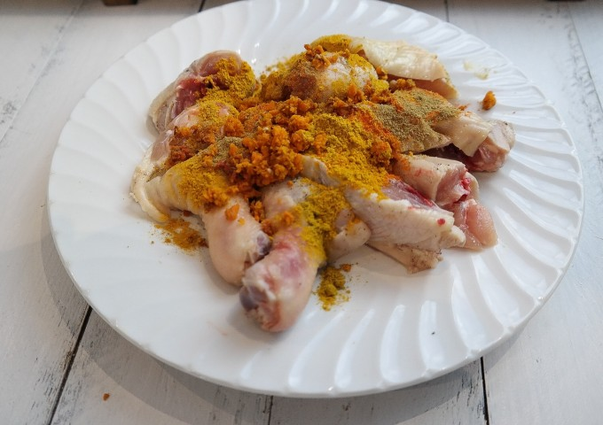Marinate chicken with curry powder, salt and pepper