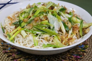 Sauté Asian Style Fettuccine with shallot,garlic and spring onion ~ 䓤油辨麪~